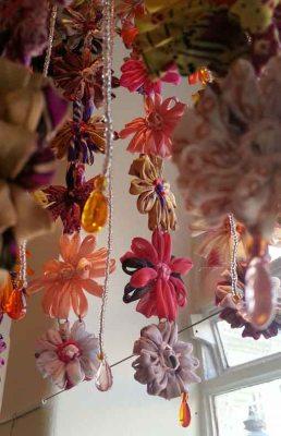 Lampa rosa blommor på rad Fair Monkey