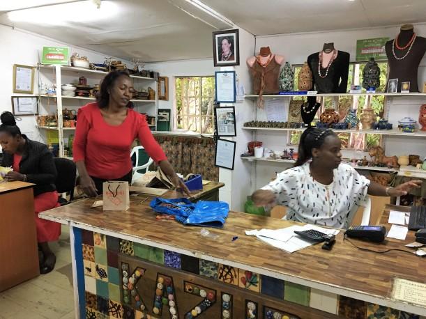 Kazuri butik Nairobi här handlar jag